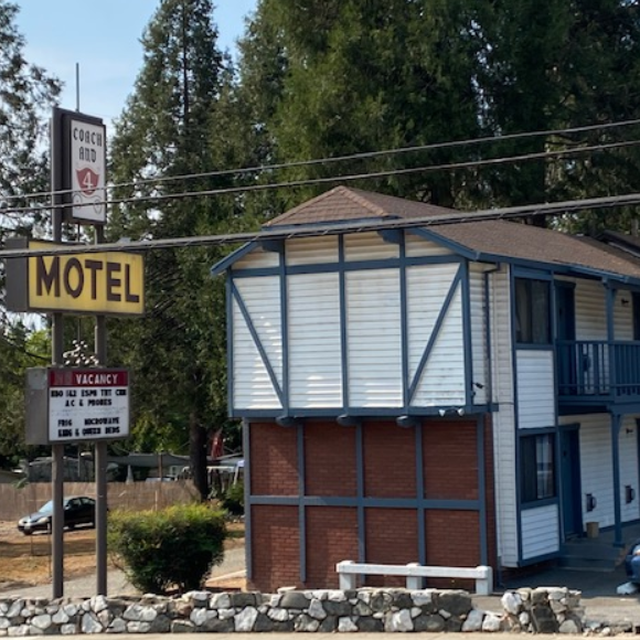 Coach N Four Motel